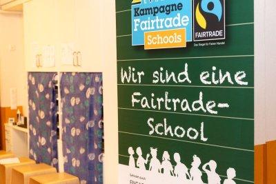 Zertifizierte Bauern erhalten die Fairtrade-Prämie für Gemeinschaftsprojekte