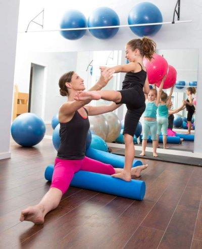 Übungen mit Pilates-Rolle